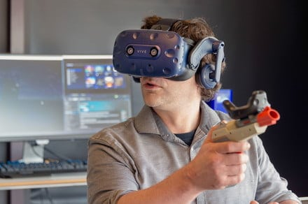 Stand up or sit down? Many don't take advantage of VR's room-scale experience   Tech News