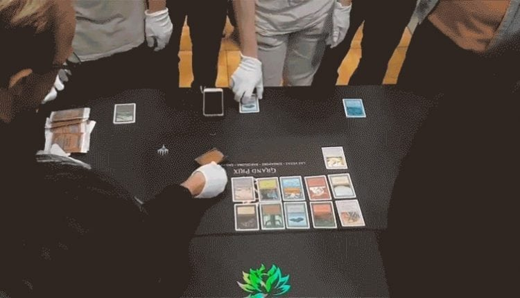 Players Open Black Lotus At Magic Event, Crowd Erupts | Gaming