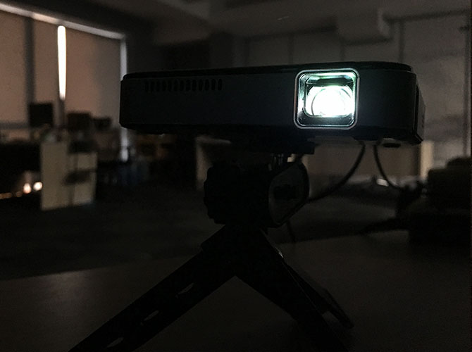 Apeman M4 Mini DLP Projector: Stylish, Compact and Easy to Use m4 darkness