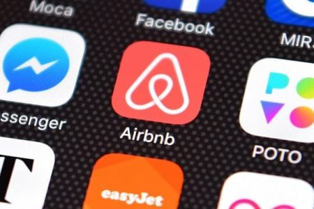 Airbnb tests earlier payouts for hosts | Startup News