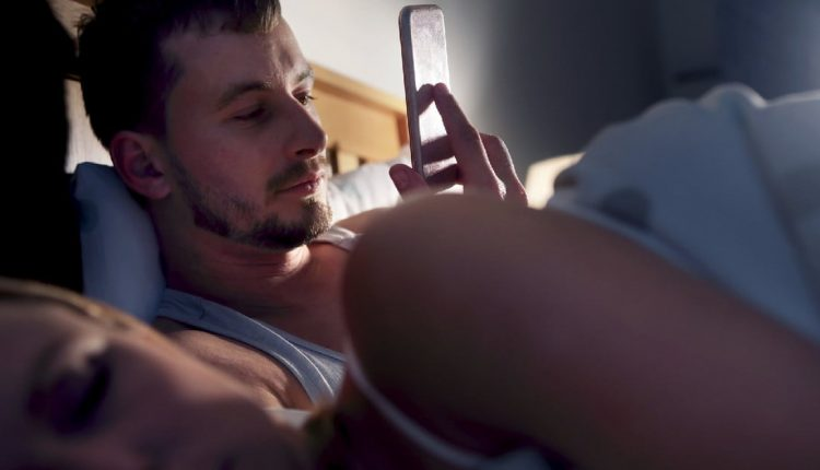 Widespread internet access is causing mass sleep deprivation, study suggests | Computing