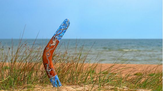 mobile-boomerang-in-sand