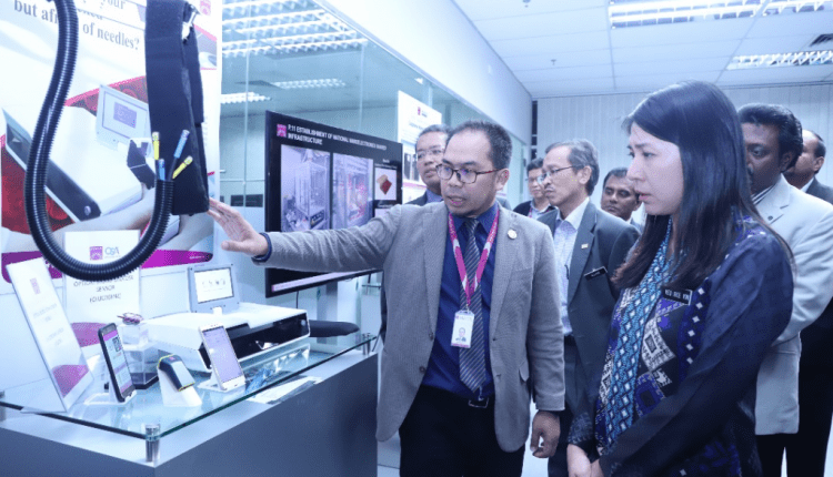 MESTECC minister Yeo Bee Yin visits MIMOS | Digital Asia