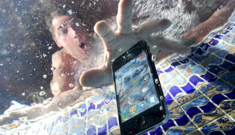 How to Thoroughly Dry Out Your Wet Electronics   Tips & Tricks