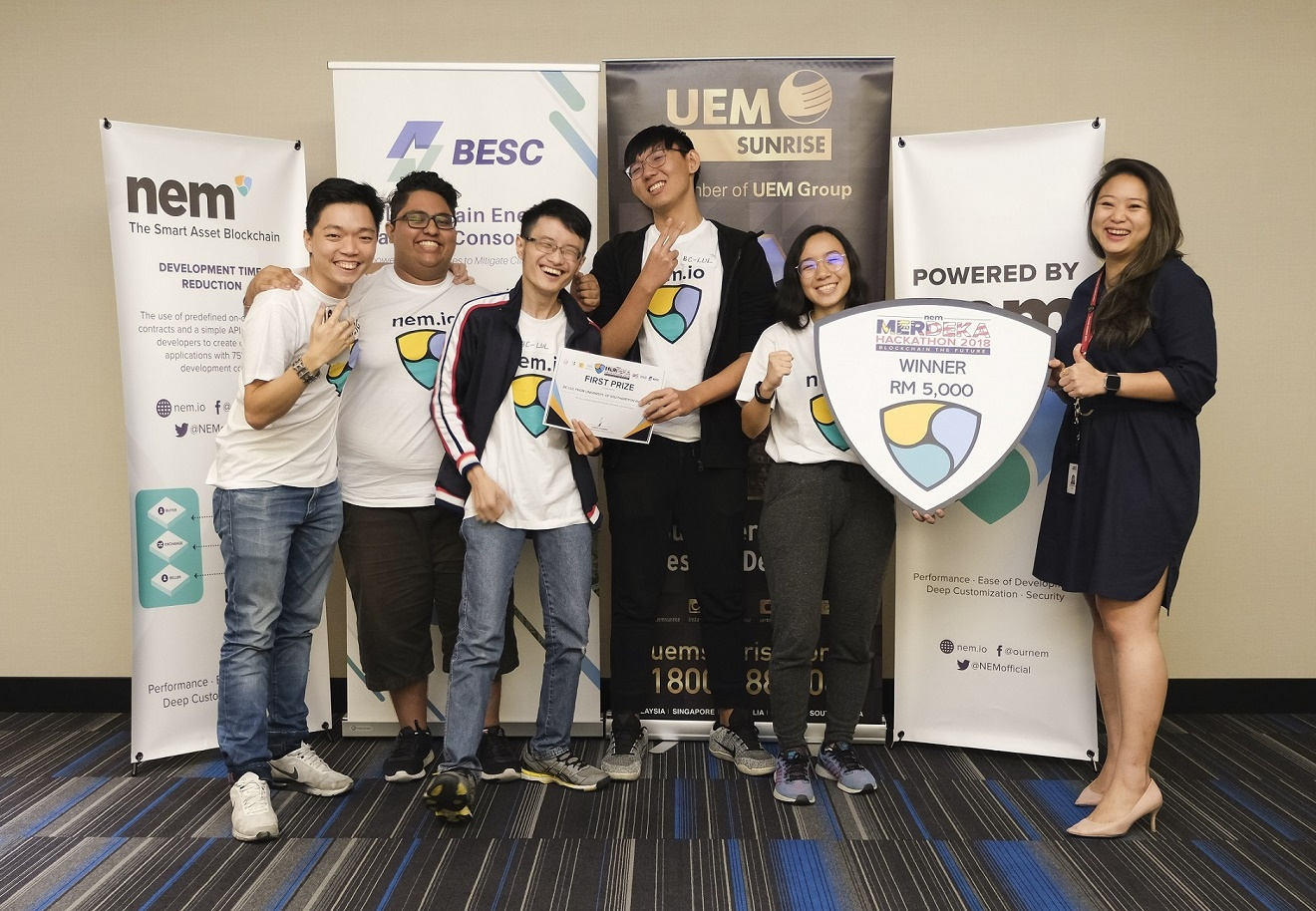 First prize winner of NEM Merdeka Hackathon 2018: Team BC-LUL from University of Southampton Malaysia, with (far right) UEM Sunrise Managing Director's Office deputy senior manager Feng Wai Chia