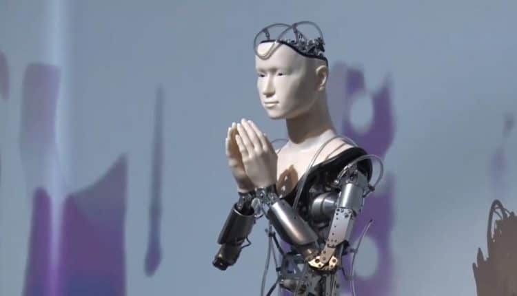 Buddhist Robot Gives Speech at Temple in Kyoto