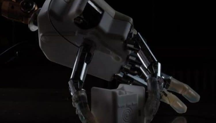 A robotic hand that gives sixth sense back to users