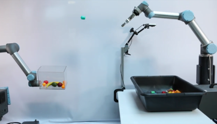 Google uses AI to teach a robot how to grasp and throw things