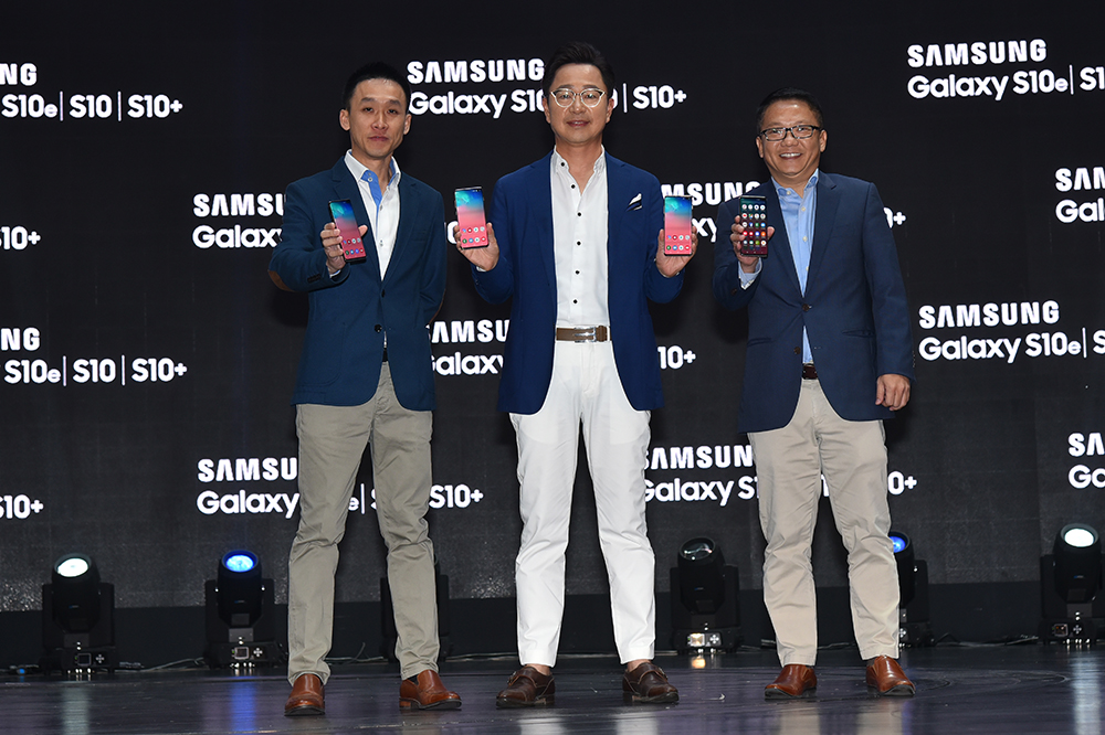 (From left) Samsung Malaysia Electronics IT & Mobile Business head of Sales Hosea Heen; Samsung Malaysia Electronics president Yoonsoo Kim; and head of IT & Mobile Business Liew Kian Ming