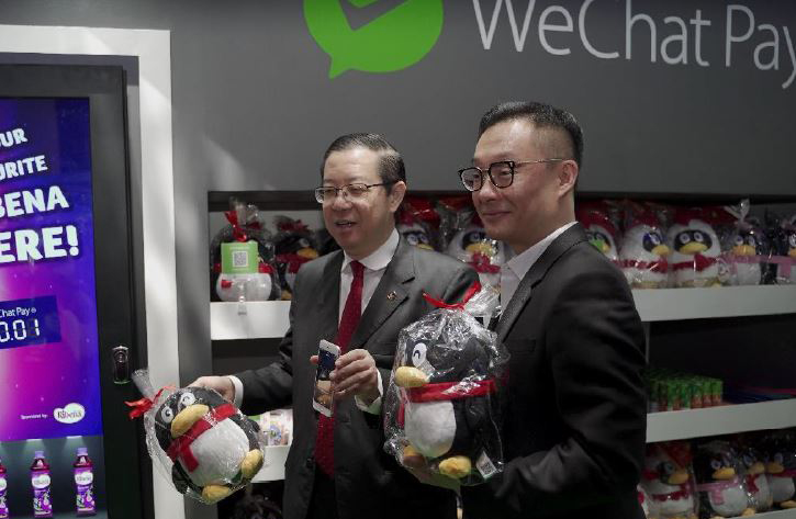 Finance Minister of Malaysia Lim Guan Eng (left) with International Business Group at Tencent VP Poshu Yeung