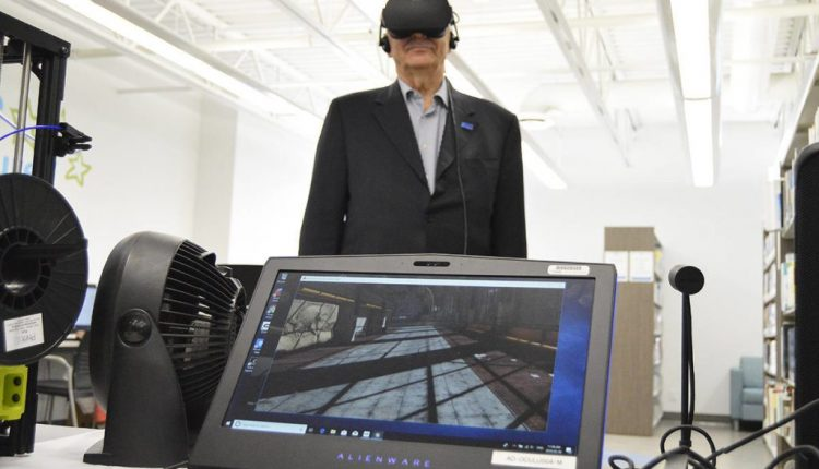 Parksville mayor tries virtual reality at library