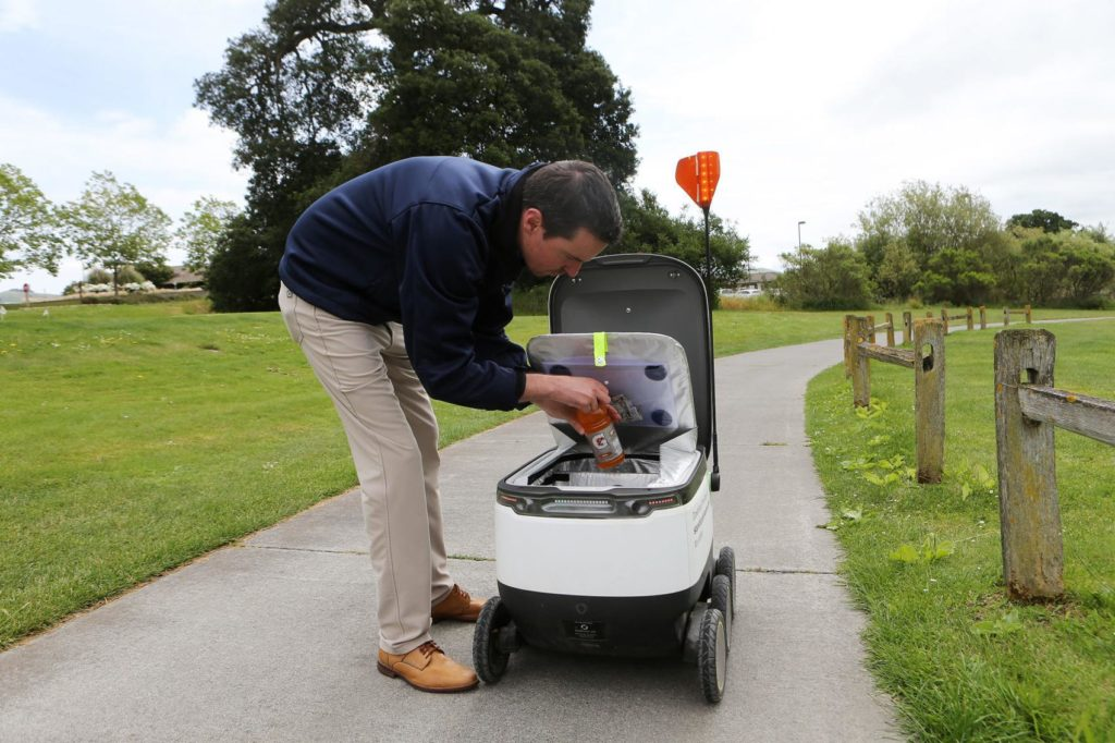 Golf Delivery Robots Starship Napa Valley - YellRobot