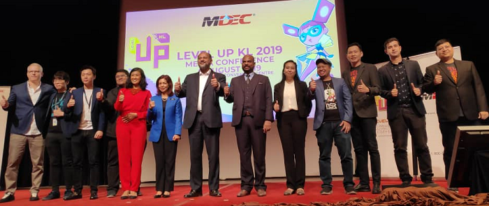 Gaming and animation ecosystem players give the thumbs up to the announcement of the upcoming Digital Content Ecosystem policy by year end and Level Up KL 2019 with Communications & Multimedia Minister Gobind Singh Deo (7th from left).