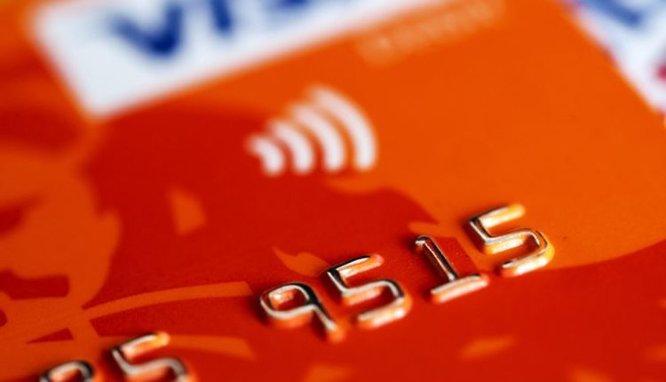 Clerk uses photographic memory to steal credit card info from 1,300 customers