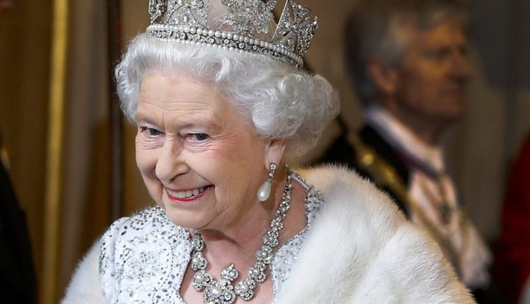 The Queen is hiring someone to run her social media accounts
