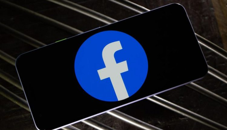 Facebook cracks down on sites that impersonate its services