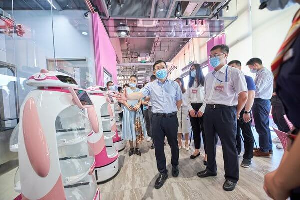 World's first robotic restaurant complex opens
