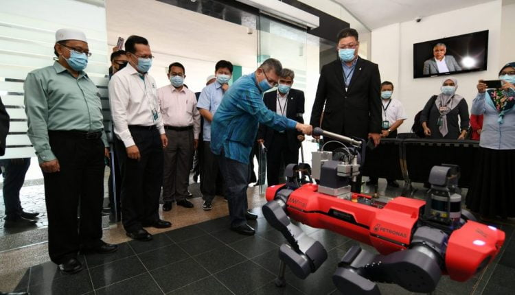 PETRONAS Leads 5G Technology To Elevate National Oil & Gas Industry