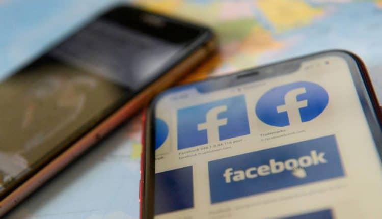 Facebook bans U.S. marketing firm for 300 fake pro-Trump accounts