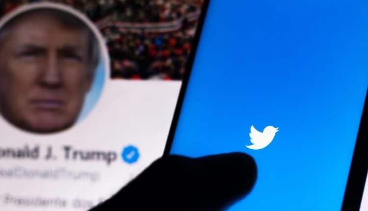 Twitter & Facebook slap labels on Trump tweet claiming vote fraud