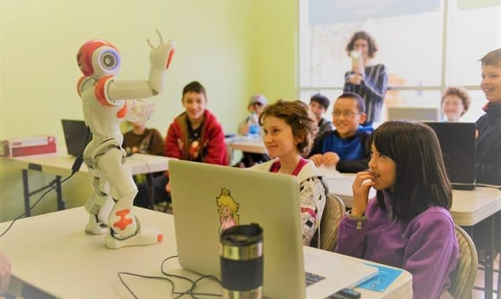 Using social robots to improve children language skills