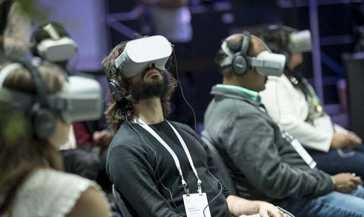 Facebook accused of squeezing VR rival startups