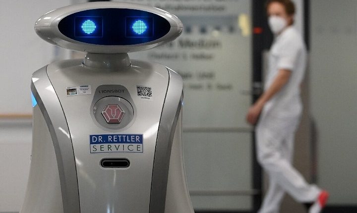 German cleaning robot Franzi cheers up patients in Munich hospital